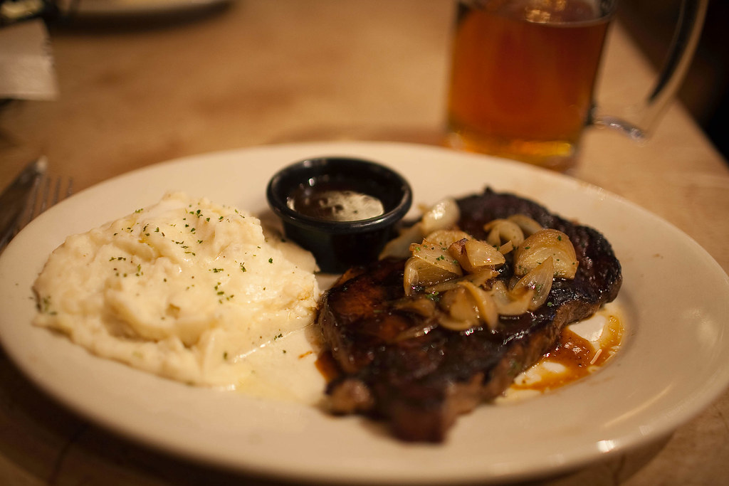 Treat for Daddy - Longhorn Steakhouse (3 of 4)
