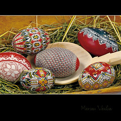 artcraft - easter eggs - bucovina (Bazalai) Tags: art motif museum composition painting easter design artwork symbol artistic drawing geometry decorative patterns painted traditional egg craft ornament ou romania eggs wax geometrical colourful ostern ornamental technique coloured pske romanian semanasanta eggshell decorated roumanie pasqua motives pques hsvt ovoid velikonoce simbol uskrs bucovina ressurection rumnien bukowina desen    romnesc pictat mariusvasiliu terradesign bazalai bucovine bucovinean pati pate   nviere ou art pashkt oudepati ncondeiat nchistrit compoziie tehnic meteug tradiie chii cear