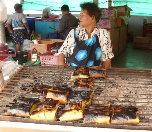 קארי דגים צלוי באריזות בננה