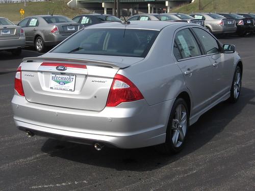 Traseira do Ford Fusion 2010