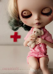 nursing (cocomicchi) Tags: pink doll cross teddy nurse blythe custom 30cmdoll