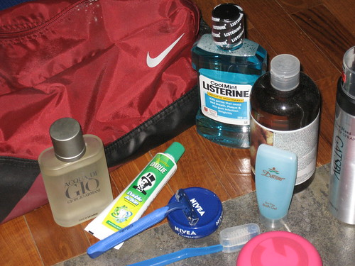 how to pack toiletries on a plane