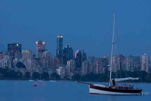 フリー画像| 人工風景| 建造物/建築物| 街の風景| 夜景| ビルディング| ヨット| カナダ風景|    フリー素材|