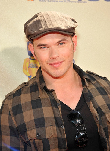 kellan lutz at the mtv movie awards