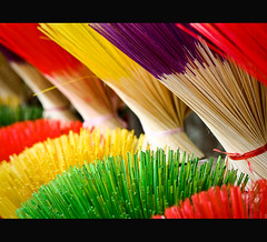 Bundles of colorful incense sticks (Vu Pham in Vietnam) Tags: street travel yellow countryside colorful asia southeastasia vietnamese candid vietnam imperial dailylife hue vu canoneosdigitalrebelxt incense indochina 光 hué ベトナム 黄色 色 incensestick imperialcity việtnam 越南 incensesticks huế dulịch เวียดนาม hương craftvillage 베트남 imperialtomb huecity cuộcsống đườngphố conngười châuá làngnghề cốđô thurathienhue kinhđô raininvietnam lànghương bóhương thànhhuế commentwithimageswillbedeletedsosorryforthis