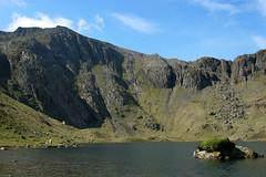 Cwm Idwal and Glyderau, Snowdonia, North Wales (curreyuk) Tags: uk lake wales nationalpark walk gb snowdonia gwynedd northwales glyders cwmidwal glyderfawr currey glyderau nantffrancon llynidwal flickraward platinumheartaward grahamcurrey curreyuk peachofashot platinumbestshot geo:lat=53113712 geo:lon=4029927