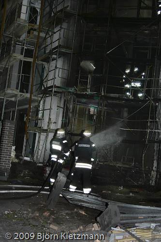 Brand auf Loftwohnungs-Baustelle-2 por Björn Kietzmann.