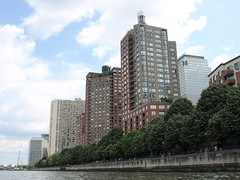 Residential Buildings, Battery Park City, Hudson River, New York City (jag9889) Tags: county city nyc ny newyork water buildings river island kayak apartments skyscrapers manhattan batterypark solo kayaking hudsonriver residential paddling worldfinancialcenter highrises circumnavigation y2009 30