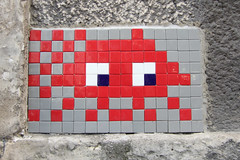 Hauts-de-Seine (PA_???) (Meteorry) Tags: red game paris france wall rouge europe spaceinvader spaceinvaders tiles invader runner pixels mur issy mosaques carrelage carreaux hautsdeseine meteorry seenonflickr pa898