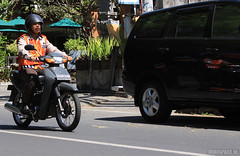 Bali - Sanur (minispace) Tags: bali canon honda indonesia police motorcycle arno moped 28135 denpasar sanur polis politie 500d 2011 bromfiets canon500d minispace kempers arnokempers