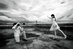 tu..wa..ga..pat......... (yoga - photowork) Tags: bw canon indonesia ir fun photography 350d couple infrared romantic 1022mm prewedding