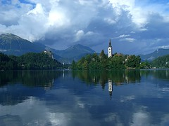 Slovenia, Lake Bled (Frans.Sellies (off for a while)) Tags: blue lake reflection church nature slovenia bled slowenien lakebled churchoftheassumption cerkevmarijinegavnebovzetja blejskojezero     laslovnie