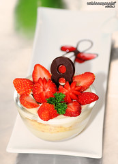 Outdoorgraphy : Just Dessert (Sir Mart Outdoorgraphy) Tags: food macro dessert strawberry bokeh strawbe