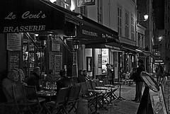 Spettatori a scrocco (Pilozzo) Tags: bw paris nikon montmartre cents le e mm 18 tamron bianco nero hdr 250 brasserie parigi canzone d80 canzoniere
