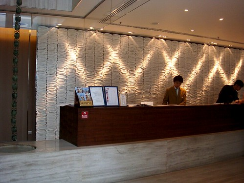 jimwang0813 拍攝的 仁民飯店櫃台。