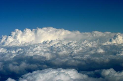 Estoy en las nubes, y no estoy soñando... by Inès Arámburo.