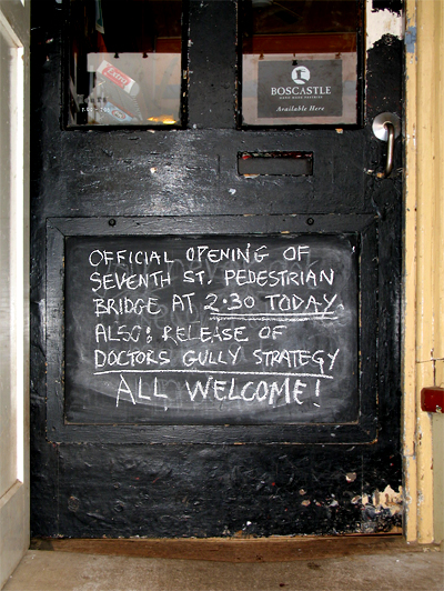 2009.07.01_General Store door_7th St bridge_400w