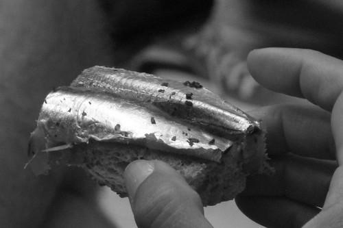 Sardina,pane alle nocciole e burro salato