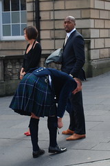 Edinburgh - The Royal Mile - Kilt Alert! (jrozwado) Tags: uk greatbritain man scotland edinburgh europe kilt alba unitedkingdom royalmile oldtown unescoworldheritage midlothian dnideann