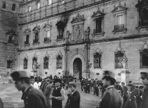 Incendio del Alcázar de Toledo el 9 de enero de 1887. Fotografía de Juan Comba. Archivo Monasor