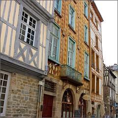 Dans le vieux Rennes (Vince Arno) Tags: france maisons bretagne rue rennes colombages vieuxrennes homersiliad