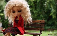 Lilli (pullip Eos) (pure_embers) Tags: uk flowers trees red garden bench eos doll dolls coat wig blonde pullip embers lilli leeke obitsu leekeworld lr041e