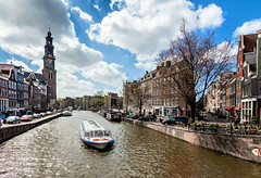 Spring in Amsterdam! (Maria_Globetrotter) Tags: world travel holland tree heritage tourism water netherlands amsterdam architecture canon boat site spring big europe day humanity cloudy air sightseeing nederland windy landmark visit unesco clear planet prinsengracht lonely typical iconic paysbas pases cultural attractions  arkitektur leliegracht whs holand vr lightroom mondial patrimoine humanidad patrimonio bajos welterbe nederlnderna 650d 1585 vrldsarv landmrke img5196  werelderfgoedlijst verdensarven leliesluis mariaglobetrotter