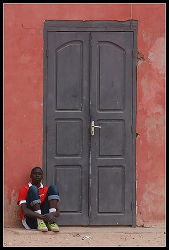 01-goree-chico-puerta