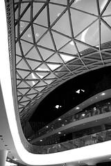 Frankfurts neue Arkade (_David_Meister_) Tags: bw lines architecture shopping germany deutschland blackwhite frankfurt architektur sw shoppen linien schwarzweis