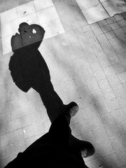 Mi Odisea: En el Da del Padre / My Odyssey: On Father's Day (Sylole) Tags: shadow espaa silhouette children spain sombra silueta fathersday distillery toro hijos photographia germanceballos