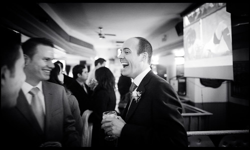 fot�grafo de boda madrid  - the groom in the pub