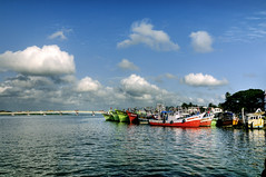 Boats in Fort Kochi ! (Anoop Negi) Tags: world travel girls red sea portrait sky people india color colour men green water girl festival boats photography for boat photo amazing fishing women essay media ship place image photos fort gorgeous delhi indian ships bangalore creative picture culture traditions kerala images best exotic human photograph hues journey po tradition mumbai kochi trawler journalism trawlers photosof ezee123 bestphotographer imagesof anoopnegi jjournalism