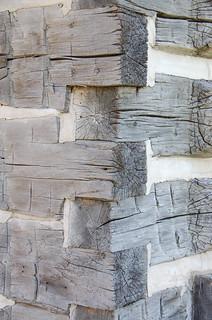Log cabin interlocking detail