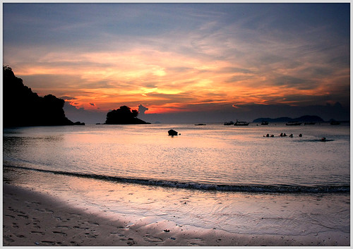 Sunset at Tioman Island (Salang Beach) (by αгυρ / অরূপ)