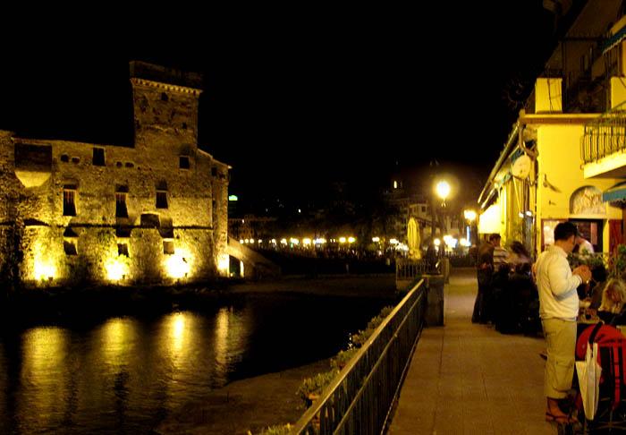 castle-night-cafe-3080