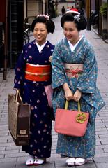Takahina and Takamari (fuyou-hime) Tags: maiko geiko geisha kimono obi bijin kanzashi misedashi darari hikizuri nihongami