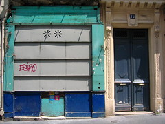 Secouez-moi ! (Gabri Le Cabri) Tags: door pink blue red paris green yellow shop vent graffiti closed 12 75018 orangina arvertisement paris18 esiro