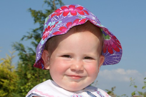 Amaia in her sunhat by PhylB