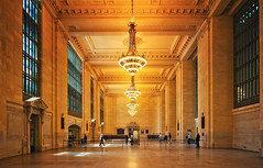 The Golden Hall (Philipp Klinger Photography) Tags: new york city newyorkcity trip travel windows light shadow vacation people usa holiday newyork reflection art station architecture america train gold golden hall us big nikon waiting unitedstates angle manhattan united unitedstatesofamerica travellers north central wide perspective large entrance grand wideangle terminal traveller midtown chandelier artdeco states deco philipp grandcentralterminal midtownmanhattan klinger centralperspective lusters zentralperspektive of d700 infrastructe