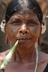 Smoking (ronniedankelman) Tags: travel portrait woman india face tattoo canon silver asia earring smoking nosering tribe portret orissa vrouw stam azie roken reizen gezicht rdp zilver tatoeage  saura saora oorbel satyamevajayate  gaarjya odisha bhrat lanjiasaora neusring bhrata  bhratagaarjya  bhratiya lanjiasaura razangtal