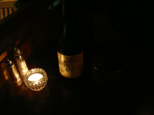 Sidra bretona y cuenco para beberla