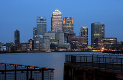 London Canary Wharf (david.bank (www.david-bank.com)) Tags: uk england money london thames architecture modern river office europe skyscrapers dusk seagull business highrise bluehour canarywharf financial hsbc banks services finance trader onecanadasquare investmentbanking investmentbanker creditcrunch