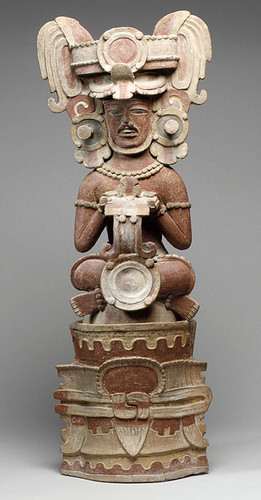 002-Incensario representando a una figura sentada- Siglo IV- México o Guatemala
