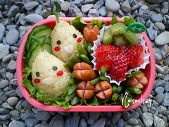 Bulb bento ! ^_^ (nonochan) Tags: fruits bulb spring strawberries bento lunchbox vegies cutebento charaben