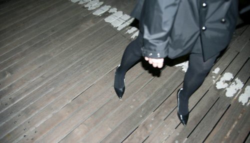 Heartgirl getting her shoe stuck on the Brooklyn Bridge.