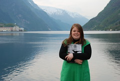 Gina Barstad, SVs 2. candidate for Parliament, Hordaland (simen.willgohs) Tags: red portrait green nature girl smiling norway hair book dress redhead hordaland fjords hardangerfjord odda hardangerfjorden fjorder