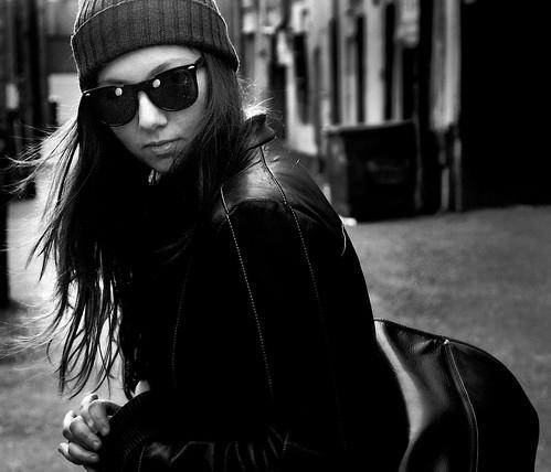 フリー画像| 人物写真| 女性ポートレイト| サングラス| モノクロ写真|       フリー素材|