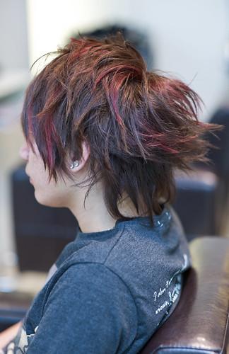 男生髮型 不對稱剪裁及特殊挑染