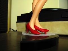 Pernas (Luiiso) Tags: disco shoes doll legs zapatos musica speaker pernas muñeca piernas figura altavoz rojos vinilos lso75 luiiso