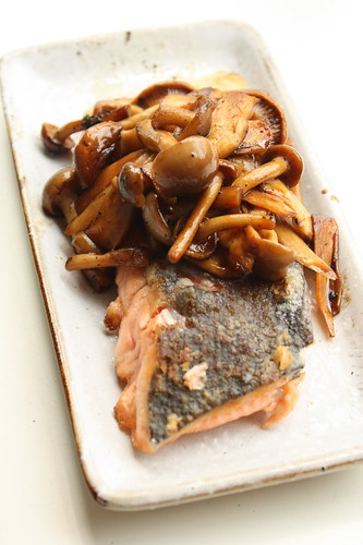 Japanese flavour meuniere de saumon with mushroom